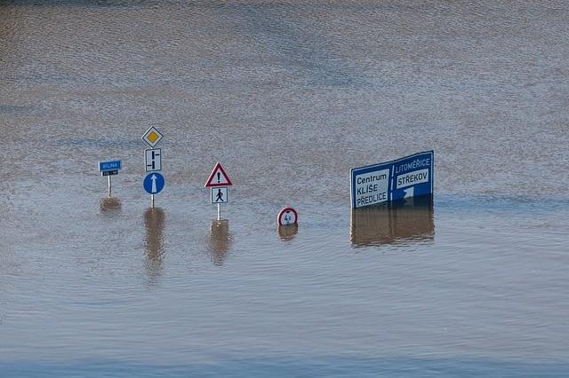 """שיקום נזקי מים גדולים ע""""י צוות המומחים של אומגה"""